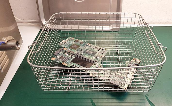 reparación de un ordenador mojado